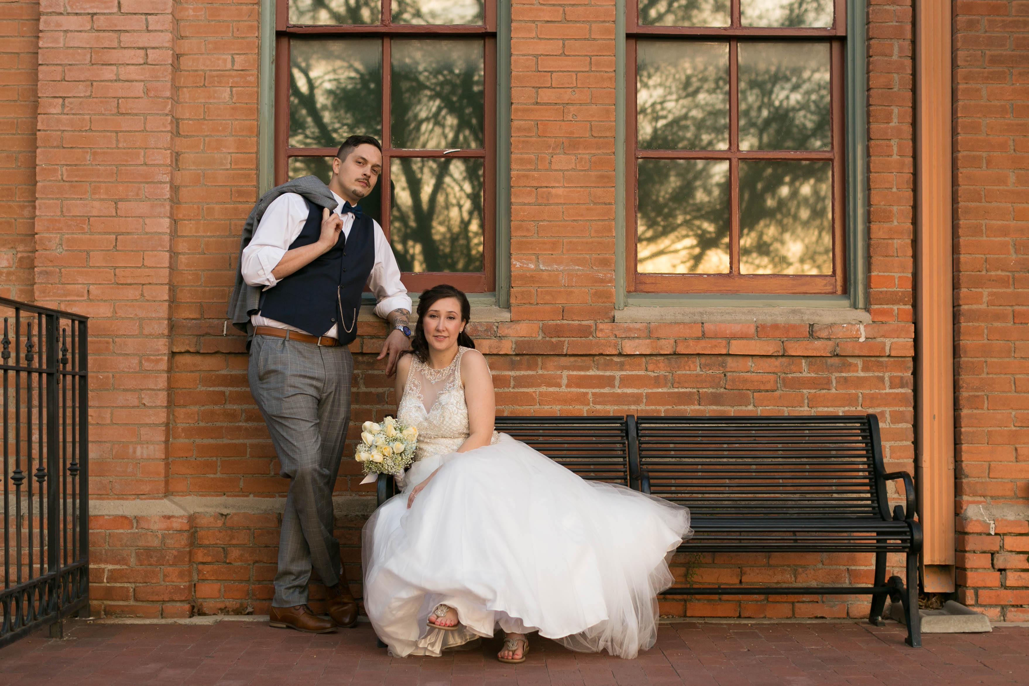 5 Easy Poses for Wedding Couples
